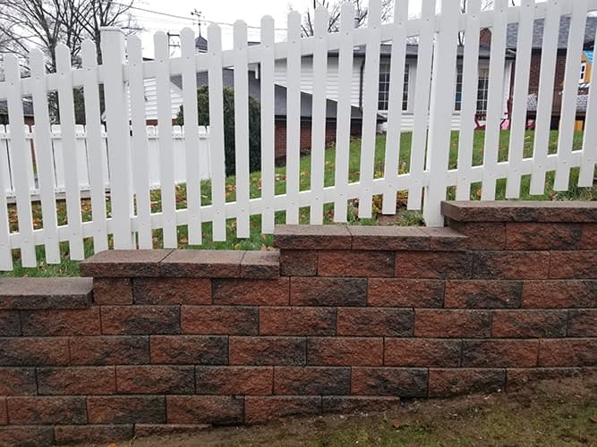 retaining wall and vinyl fence cleaning
