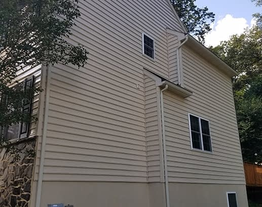 house washing completely cleans vinyl siding