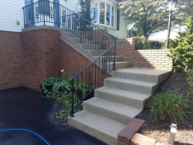 concrete walkway power washing